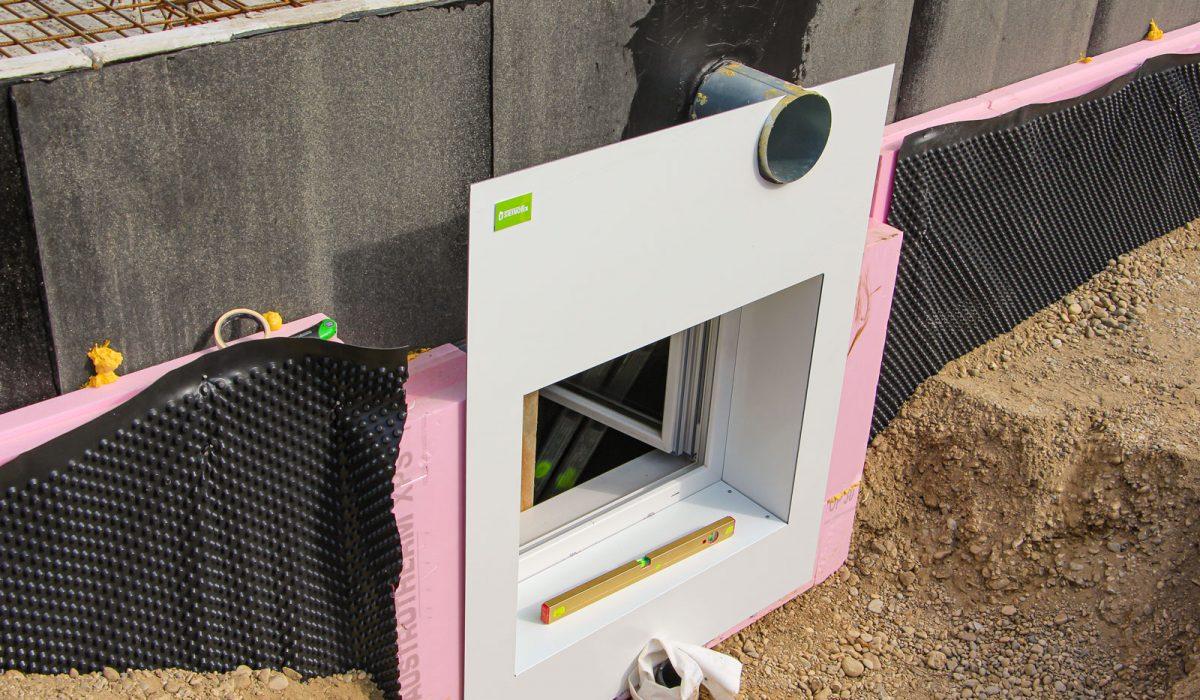 Verkleidung eingebaut mit Wasserwaage